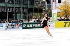 本田望結が初滑り、大阪駅前のスケートリンクが開幕!