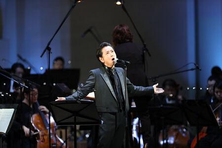 藤井フミヤ、西本智実との3年ぶりのステージで、時空を超えた愛を歌う