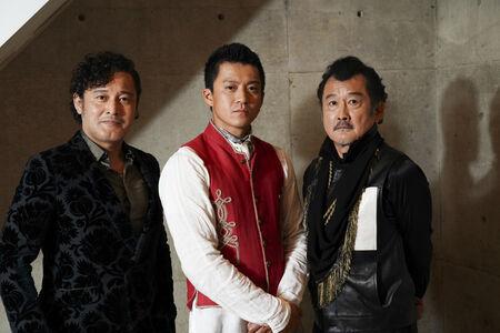 (左より)横田栄司、小栗旬、吉田鋼太郎撮影:源 賀津己
