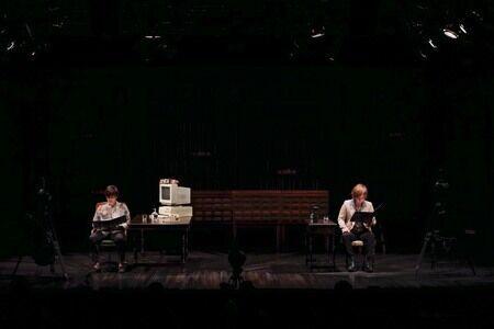 緊迫の心理戦を劇場公演&VR配信で、加藤和樹×松岡充『Defiled』レポート