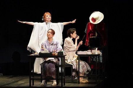 彩吹真央ら女優たちの個性と戯曲の良さをシンプルに活かした『楽屋』が誕生