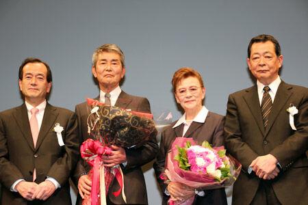 『黒部の太陽』44年ぶりの再上映会に渡哲也と石原まき子夫人が登壇