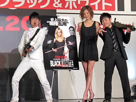 映画『ブラック & ホワイト』イベントでNON STYLEが西山茉希を巡り対決