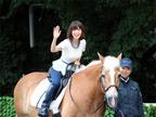 大島優子、ディズニー/ピクサー映画イベントに乗馬で登場