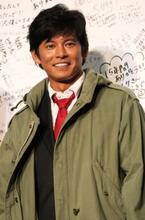 これで見納め? 織田裕二が青島コートで舞台あいさつ