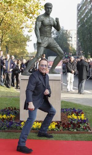 人気投票で1位に。ジャン=クロード・ヴァン・ダムの銅像が母国ベルギーに建立