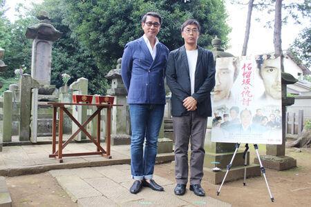 中井貴一、井伊直弼の墓前で映画完成を報告