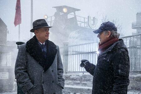 トム・ハンクスとスピルバーグが語りかける特別映像