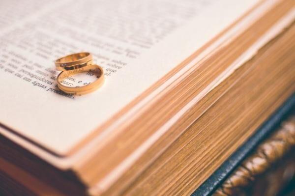 プロポーズが嘘!? エイプリルフールに渡された婚姻届を提出しても有効か