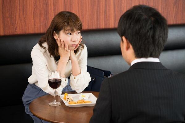 視界から消えてほしい!男が帰りたくなる「デート中のNG言動」とは?