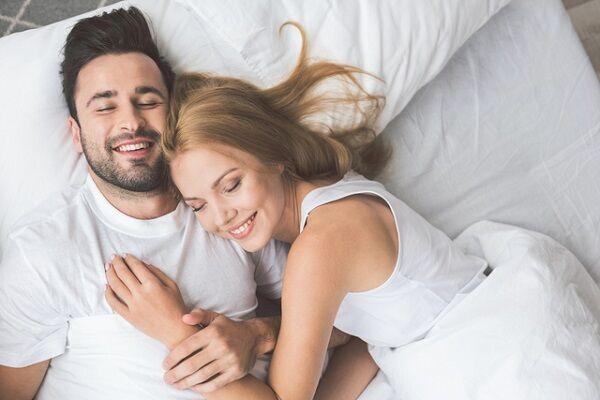 """""""寝ている姿""""にうっとり……♡男性が「彼女の可愛さ」に改めて気づいた瞬間とは"""