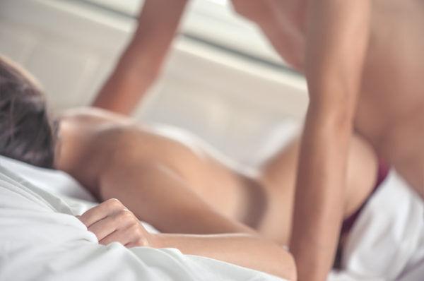 """""""膣イキ祭り""""にご用心♡奥まで入る「寝バック」の魅力って?"""