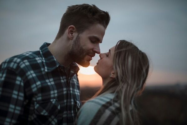可愛くてたまらない♡男が今すぐに「キスしたくなる」言動って?