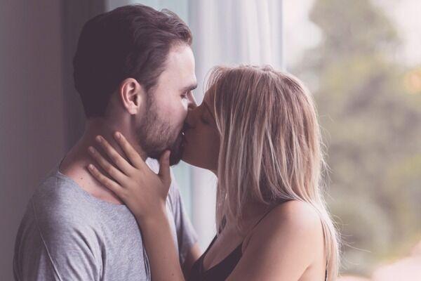 経験ないの…?男が萎える「女性のキスの仕方」4つ