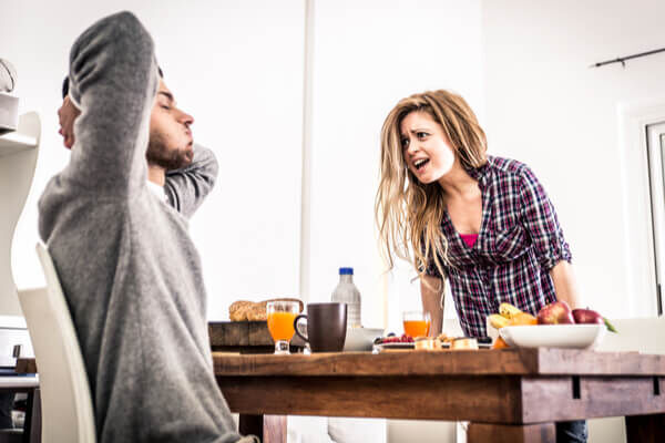 全然聞きたくないんだけど…男性がつい嫉妬してしまう会話の内容とは?