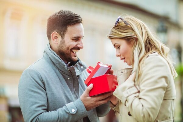 君を想って選んだよ♡男が本命女性にしか贈らない「特別プレゼント」4つ