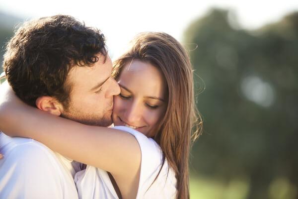 いつもとの変化にうっとり♡男性が「彼女を色っぽいと感じる瞬間」4つ