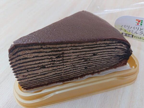 【セブンスイーツ】パリパリがたまらない!「チョコミルククレープ」が、コンビニスイーツとは思えない味!