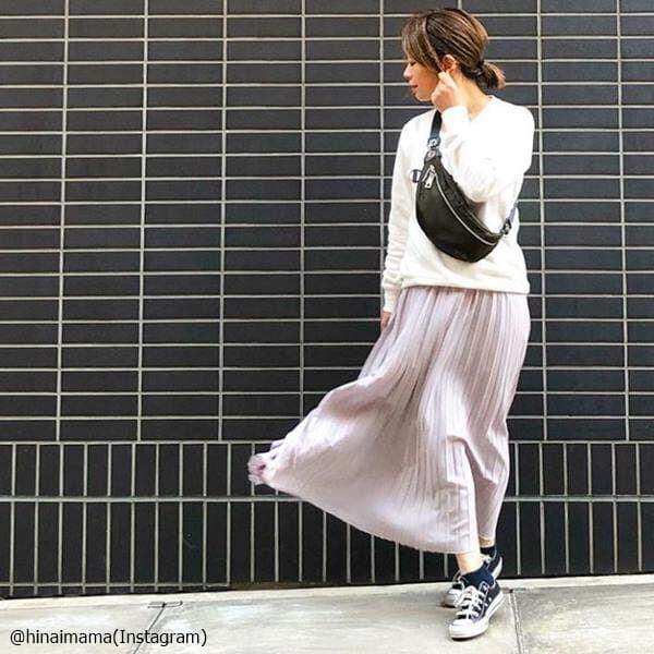 振り返ったときの裾がイイ♡オシャカワな「プリーツスカートコーデ」4つ