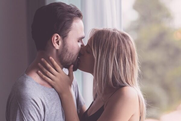 ちょっと待って…!これは萎える女性からのキスのアプローチ4つ