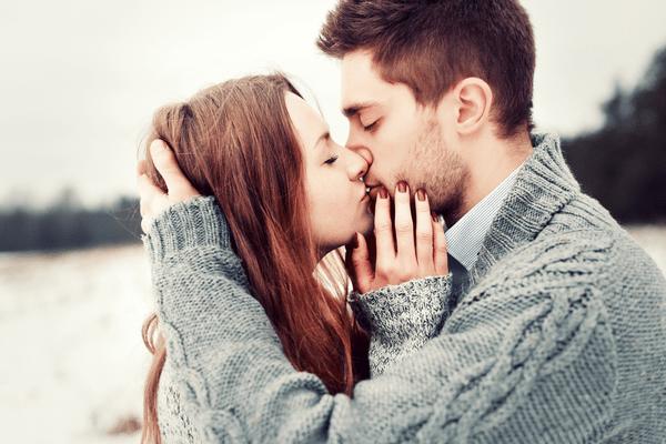心臓が君のせいで鳴り止まん♡男が悶絶する「キスのおねだり」とは