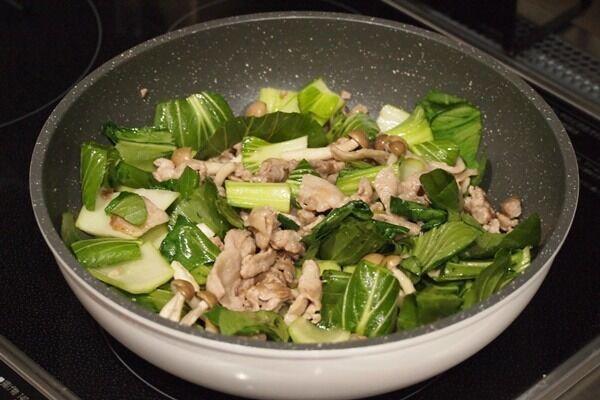 【簡単】ごはんに合う!「豚肉とチンゲン菜の中華風卵炒め」はボリューム満点レシピ