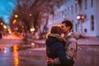 寒空の下でチューしたい…♡男が密かに求めてる「冬のキス」4選