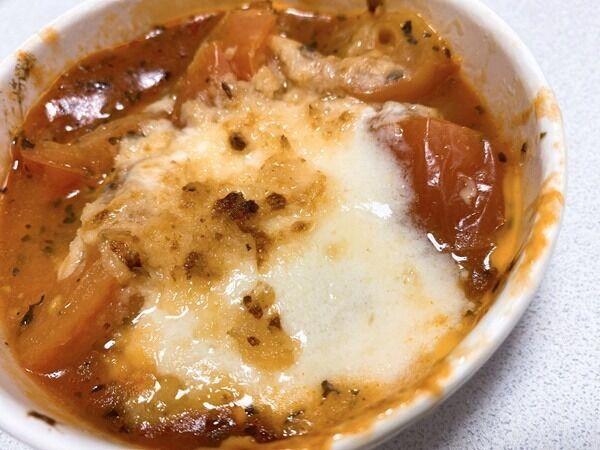 【セブン】「トマトとチーズのオーブン焼き」ごろごろトマトとチーズが最高♡