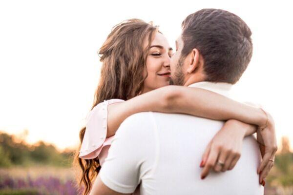 ハグっとしちゃうよ?彼が彼女を「抱きしめたくなる瞬間」4つ