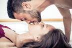 めっちゃ色っぽい…♡彼を悩殺させる「キス中の仕草」4つ