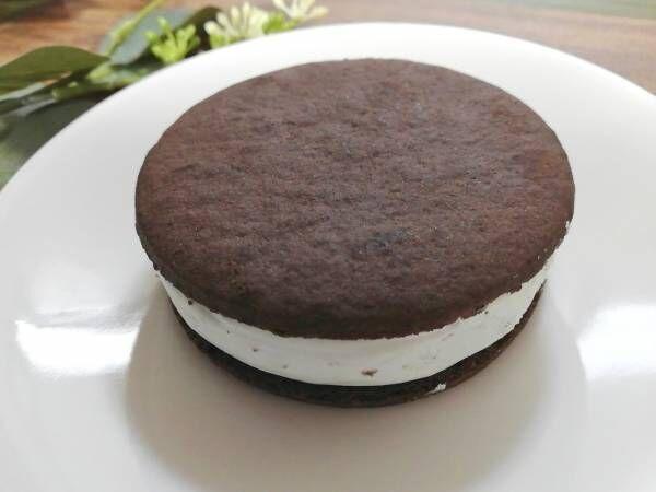 【ファミマ限定】話題の「ぎっしり満足!チョコミントクッキーサンド」が激ウマ!