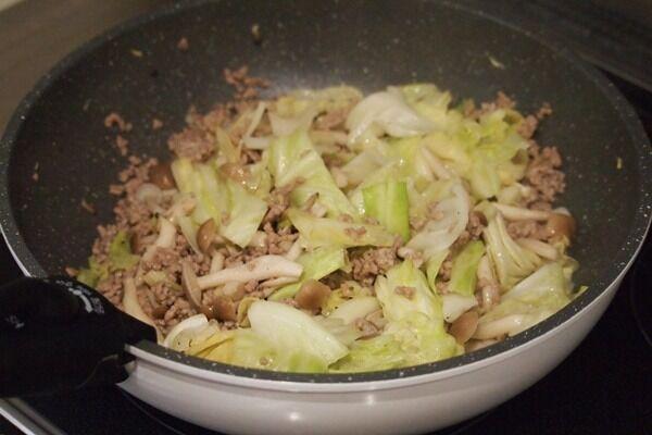 冷蔵庫の余った食材でできる!「キャベツのピリ辛炒め」を作ろう♪