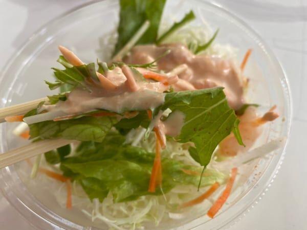 【セブン】「プリプリ海老のサラダ」が濃厚ソース&たっぷりエビで箸が止まらない!