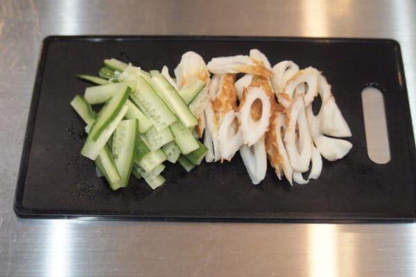 【時短レシピ】副菜に大活躍♡簡単に作れる「ちくわときゅうりのサラダ」