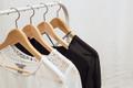 セールだから買ったんでしょ…。「着ないまま放置されやすい服」4選