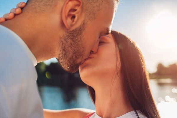 24時間こうしていたい♡男性を夢中にさせるキス術とは?