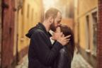 【男性心理】「本命女子」や「遊び相手」にキスをする時の違いって?
