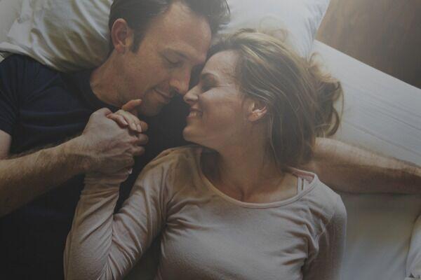 もっとくっつきたい♡男の心を掴む「かわいい添い寝テク」とは?