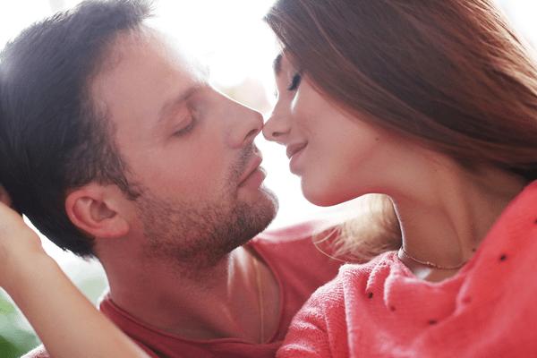 マジで愛おしいよ♡男が「本命彼女にするキス」の特徴4つ