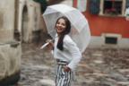服濡れないか心配…「雨の日デート」でのNGコーデ4つ