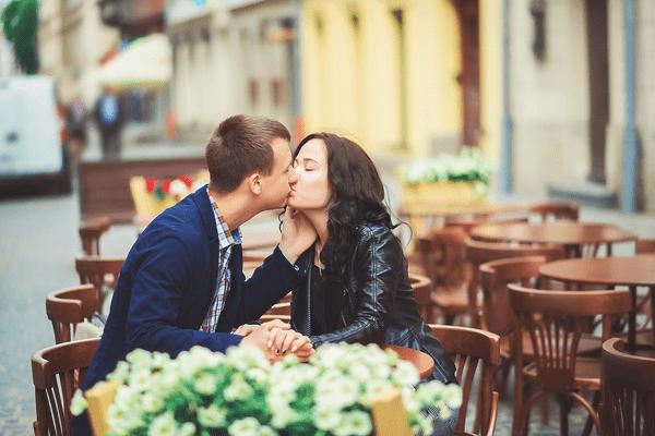 ノリかなぁ…?「付き合う前」にキスする【男性心理】って?