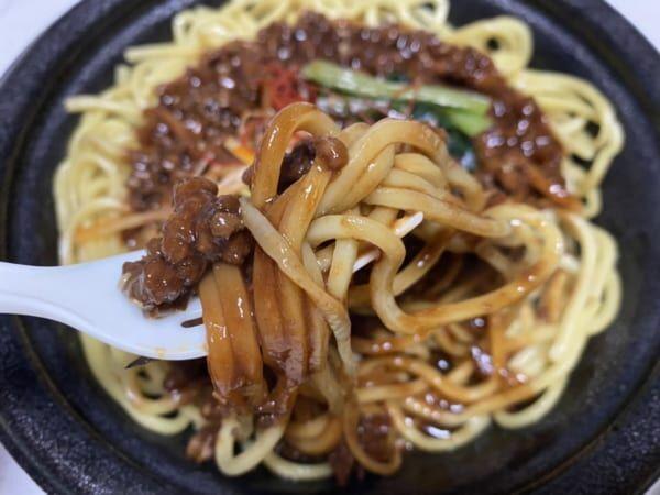 【ファミマ】の「ジャージャー麺」が本格的でドハマり必至!!