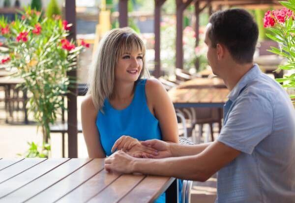 【男性必見】女性が無意識に見せる「脈アリサイン」4つ