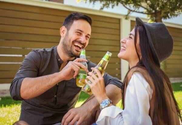 関係性変えたいな…。男性が「女友達を意識し始める」瞬間って?