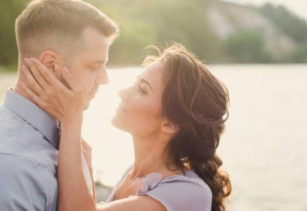 女性が「キスしたい」時に見せる4つの表情とは