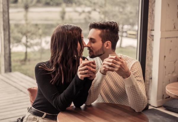 【男性必見】女性がすごく興奮しちゃう「大人なキス」のお作法とは