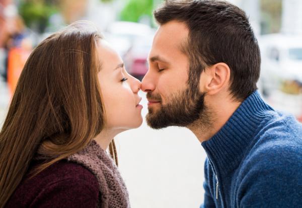 心拍数上がっちゃう〜!彼女を「夢中にさせるキスの仕方」って?