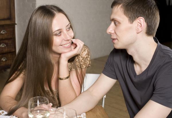 朝まで一緒にいたいな…女性が「お泊まりしたい時にする」言動4つ