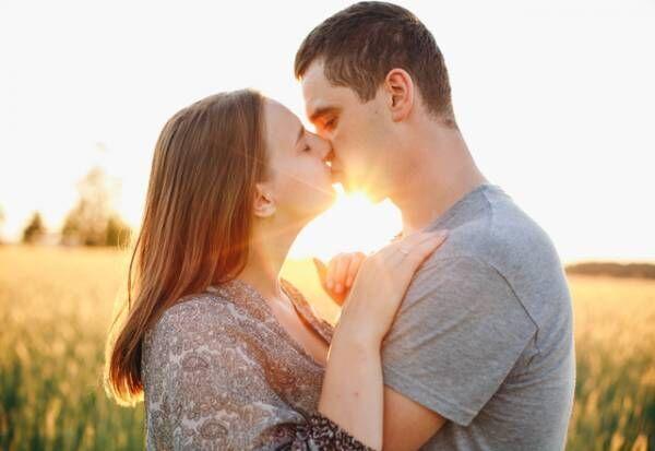 愛されてるって感じ…♡女性が「幸せを感じるキスハグ」って?