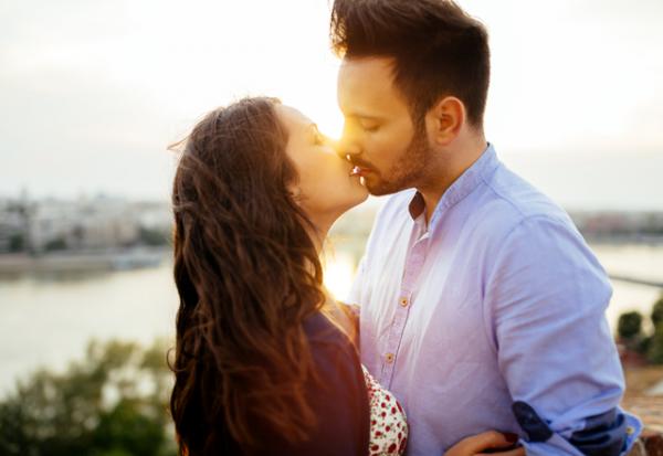 唇離したくないっ…!女性が「いつまでもしていたいキス」とは
